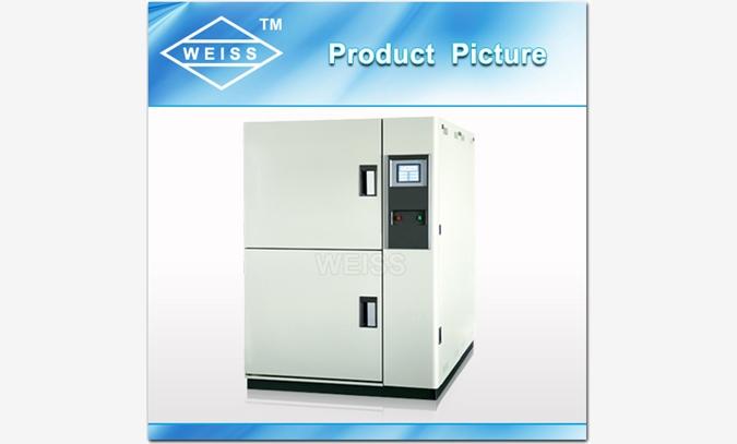 二箱吊篮式结构,上部为高温箱,下部为低温箱,冲击方式采用高温箱,低温箱静止, 试料部件通过上下移动之吊拦快速移动到高、低温箱内,从而实现冷热冲击测试目的. 可独立当作高温箱或低温箱使用,一机三用. 采用微电脑可程控+PID+SSR,进口触摸式控制器。 特殊之水平式循环方式,搭配测试架转台设计,以达到测试物品之受温、风量之均匀,避免任何死角;完备的安全保护装置,避免了任何可能发生的安全隐患,保证设备的长期可靠性 具备全自动,高精密系统回路、任一机件动作,完全有P.
