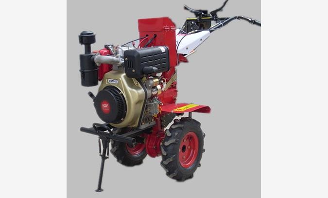 微耕机--1WG-4微耕机, 微耕机,是逐渐代替传统耕作方式,提供劳动效率的一类农机设备。微耕机的使用,使得农民朋友,能在短期内完成劳动任务,有更多的时间进行其他生产活动,所以说,微耕机是提高经济效率的好设备。潍坊禾丰机械有限公司是一家专业生产系列园林机械,微耕机,田园管理机等产品的综合性民营企业。产品主要针对全国各地的客户,而且也出口美国,欧盟,澳大利亚,日本及东南亚国际。本公司并针对国内需求,研发适合国情的产品,按国家指引方针不断扩大国内。