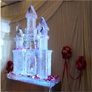 济南冰雕制作厂家专业雕刻各种工艺品,雕刻出精彩的产品